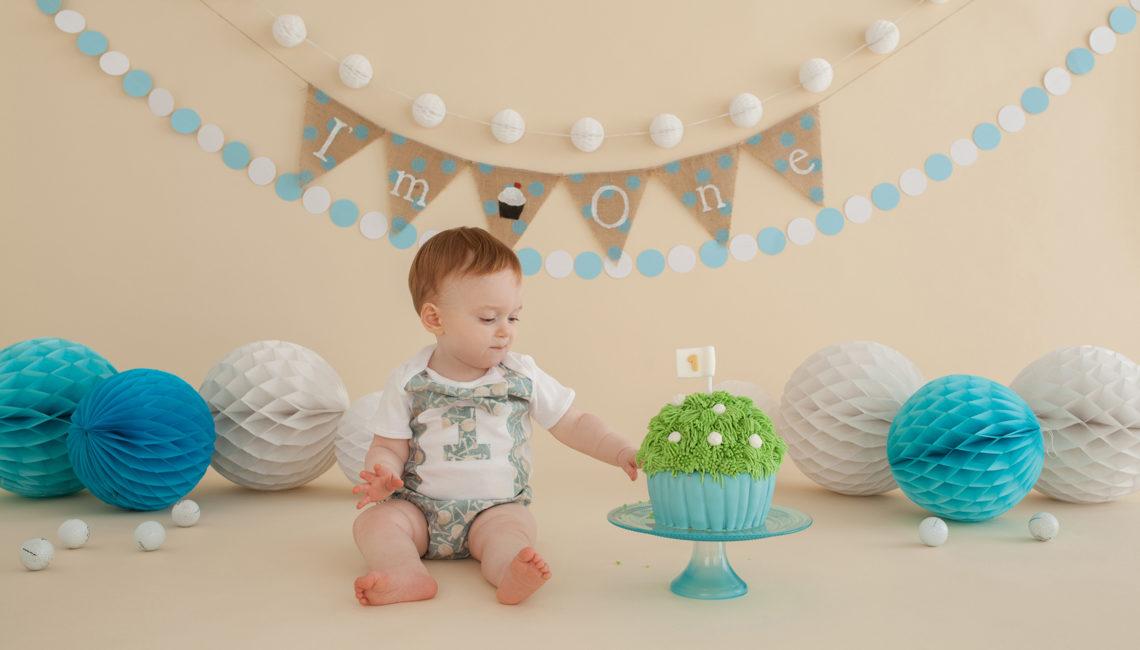 Cake Smash Teddy's golf themed photo session at Studiolife
